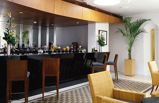 Pool Bar in Gurgaon - Trident Hotels