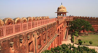 Luxury Hotels in Jaipur near Jaigarh